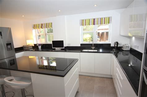 cuisine taupe mat white contemporary kitchen bromsgrove kitchens