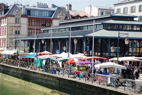 chambre d hote bayonne l 39 ambiance du marché de bayonne avec les halles et le