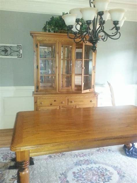 oak cabinets in kitchen 1000 ideas about oak dining room set on chalk 3562
