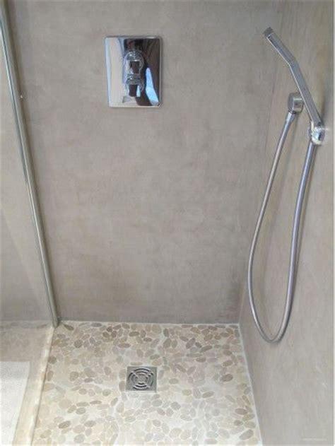 coin 224 l italienne avec un sol et b 233 ton cir 233 salle de bain en galets