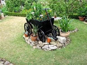 Windräder Für Den Garten : gartenarbeit ideen ein alter handwagen als dekoration f r den garten ~ Indierocktalk.com Haus und Dekorationen