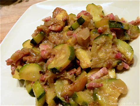 cuisiner courgettes poele poêlée de courgettes aux lardons et oignons caramélisés