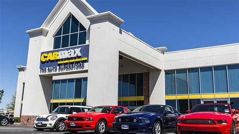 carmax sees  suv  truck sales   prices