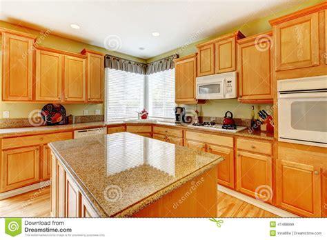 pièce de cuisine de couleur de miel photo stock image