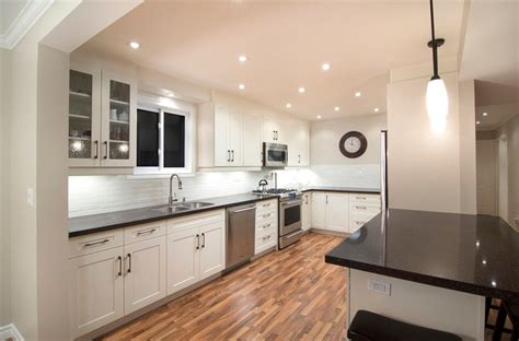 Kitchen Gallery by Shallot Crescent Residence Modern Kitchen Toronto