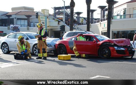 Audi R8 Crashes Into Bmw 6-series And Range Rover