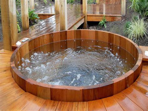 Hot Tub : Round Teak Hot Tubs