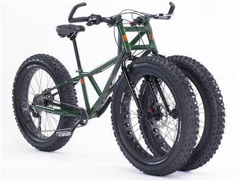 En Cykel Med Två Framhjul.