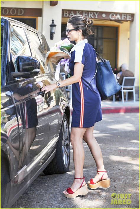 Jordana Brewster Buys Bouquet Flowers While Out