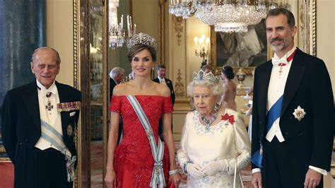 queen elizabeth welcomes spanish royals  gibraltar
