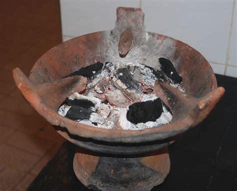 cuisiner dans un tajine en terre cuite avril 2013 l 39 algerie ses coutumes sa culture et ses