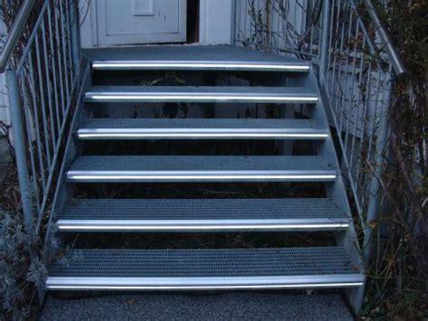 Stufenbeleuchtung Außen by Led Treppenlicht Treppenstufenprofile Treppen Profile