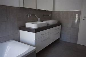 Badezimmer Tattoos Fliesen : der neue trend f r das badezimmer betonoptik badezimmer trends zenideen ~ Markanthonyermac.com Haus und Dekorationen