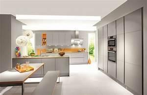 Cuisine grise de design moderne 25 idees de decoration for Idee deco cuisine avec cuisine laquée gris clair