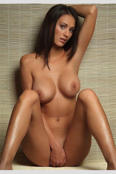 Rasierte Muschis alias unbehaarte Fotzen mit Sabrina nackt