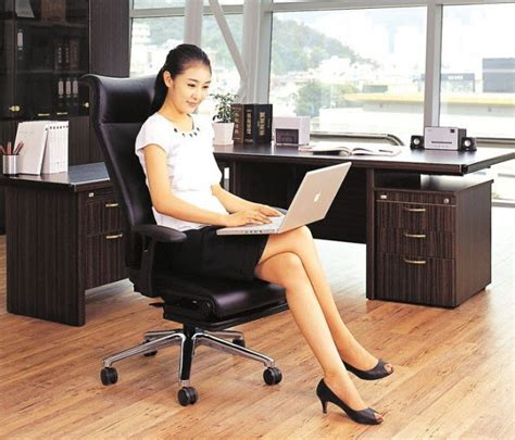 lay flat office chair can turn into a functional cot