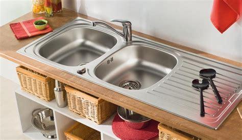 deboucher evier cuisine déboucher un lavabo un évier une baignoire diy faites le vous même avec mr bricolage