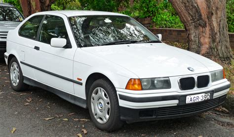 File1998 Bmw 316i (e36) Hatchback (20111118) 01jpg