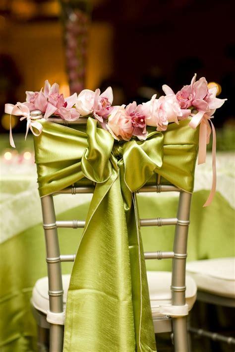 decoration de chaise pour noel 10 décorations de chaises de mariage à tomber mariage com