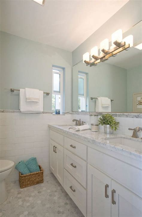 bathroom with gray walls painted in benjamin