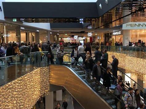 porte di roma centro commerciale negozi black friday grande successo negozi e centri commerciali