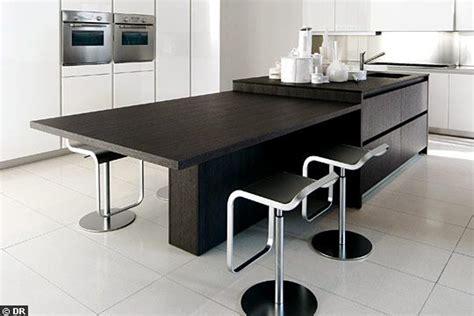 decoration cuisine avec ilot central et table table et