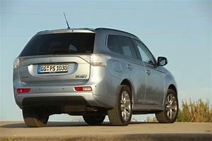 Avis Mitsubishi Outlander : mitsubishi outlander hybride rechargeable galerie photos ~ Maxctalentgroup.com Avis de Voitures