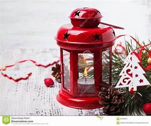 Lanterne De Noel : lanterne rouge de no l avec la bougie image stock image du d cor lumi res 60488451 ~ Teatrodelosmanantiales.com Idées de Décoration