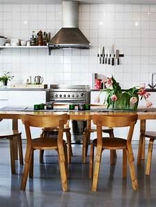 Tisch Klappbar Holz : k chentisch mit st hlen ausgestattet ~ Orissabook.com Haus und Dekorationen
