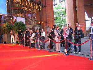 Roter Teppich Kaufen : roter teppich wikipedia ~ Markanthonyermac.com Haus und Dekorationen