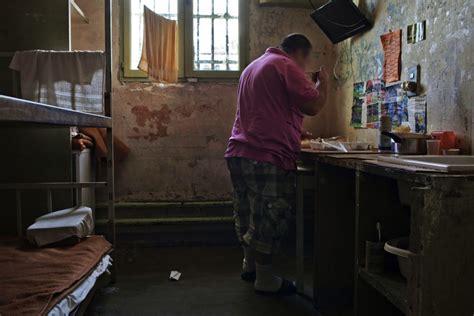 femme de chambre marseille manger en prison alimentation générale ag