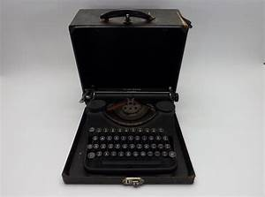 Vintage Underwood Leader Manual Typewriter W  Case