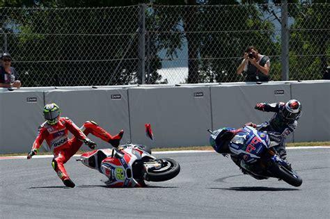Motogp Espargaró Puts Blame For Lorenzo Crash On Iannone