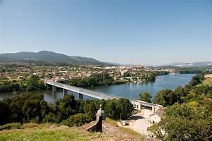 Fluss In Portugal : fluss zwischen portugal und spanien stockfoto bild von sommerzeit reflexion 15447812 ~ Frokenaadalensverden.com Haus und Dekorationen