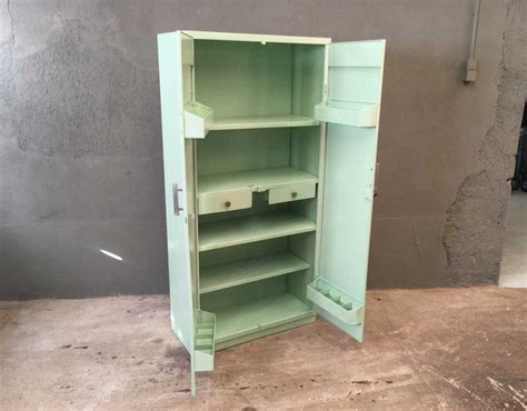 cuisine vert d eau armoire tolix couleur vert d 39 eau