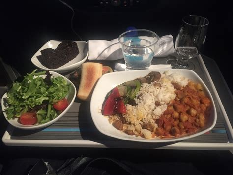 cuisine premium air canada premium economy yyz dxb on boeing 777 300er