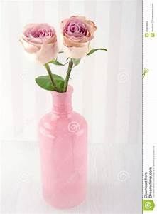 Rose In Glas : two pink roses in a glass bottle stock image image of gift nobody 35423633 ~ Frokenaadalensverden.com Haus und Dekorationen