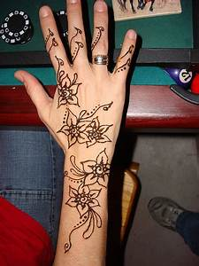 MEHNDI DESIGN: Simple Mehndi Design
