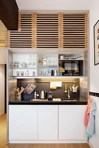 Kitchenette Pour Studio Ikea : une kitchenette bois monobloc avec une cr dence noire ~ Dailycaller-alerts.com Idées de Décoration