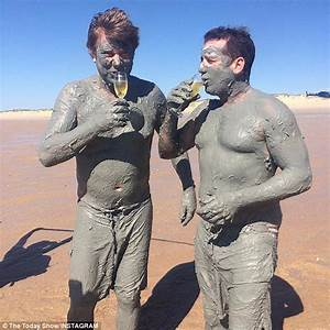 Shirtless Karl Stefanovic And Richard Wilkins Strip On Cable Beach For A Mud Rub Daily Mail Online