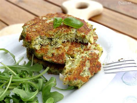 cuisiner les brocolis recettes galettes de brocolis à la ricotta au pesto épices