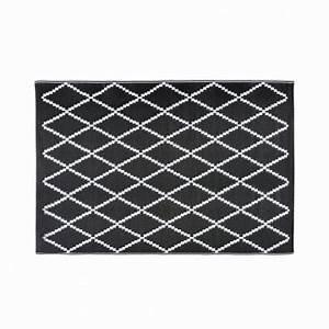 Outdoor Teppich Schwarz Weiß : outdoor teppich mit schwarzen und wei en motiven 180x270cm losia shop landhaus look ~ Frokenaadalensverden.com Haus und Dekorationen