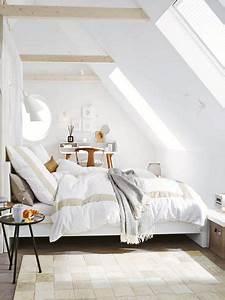 Zimmer Mit Schrägen : die besten 25 schlichte schlafzimmer ideen auf pinterest ~ Lizthompson.info Haus und Dekorationen