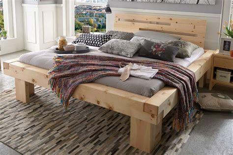 zirbenholzbett mit balken