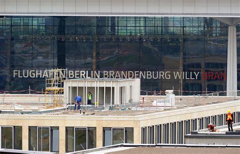 Sākusies mega pārcelšanās uz jauno Berlīnes lidostu ...