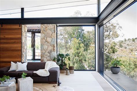the corner door house in glass and steel overlooking the yarra river