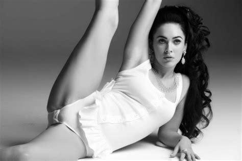 Megan Fox Flexible Cameltoe Vagina Close Up In White Lingerie