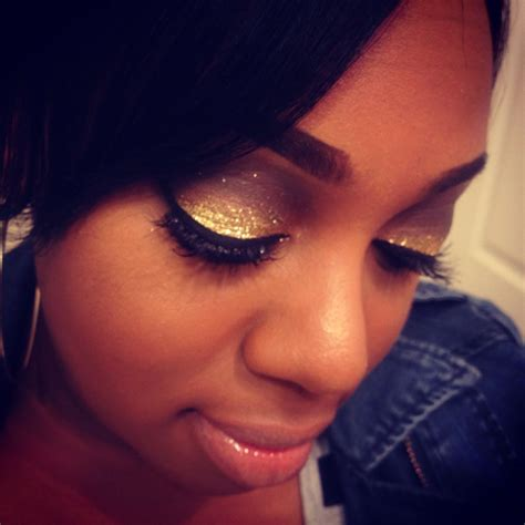 eyeshadow tutorial gold glittery smokey eye glittery