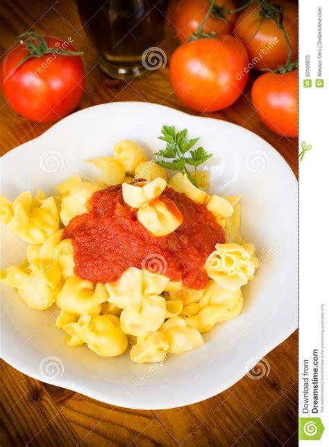 Sacchettini Mit Tomatensauce, Italienische Küche Stockfoto