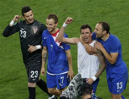 Dark Croatia Make Fast Start Reuters